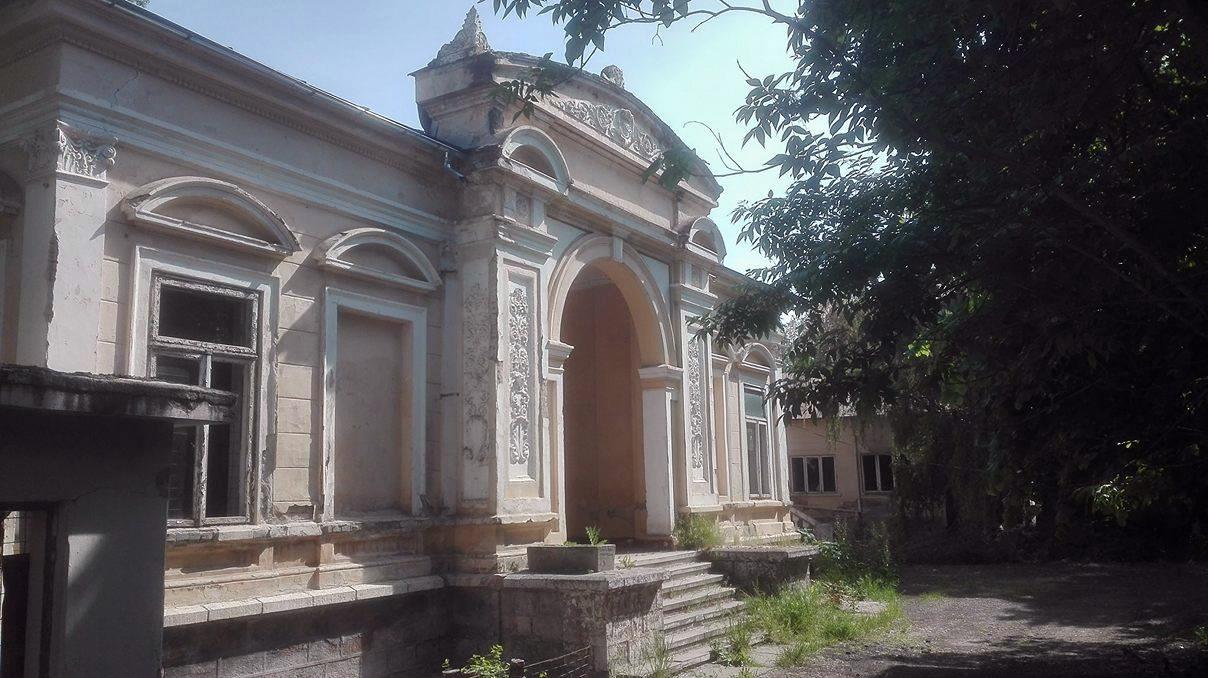 Focșani: Casa Macridescu, o clădire superbă, care l-a găzduit chiar pe regele Carol al II-lea, adăpost pentru oamenii străzii 4