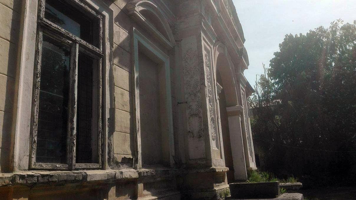 Focșani: Casa Macridescu, o clădire superbă, care l-a găzduit chiar pe regele Carol al II-lea, adăpost pentru oamenii străzii 7