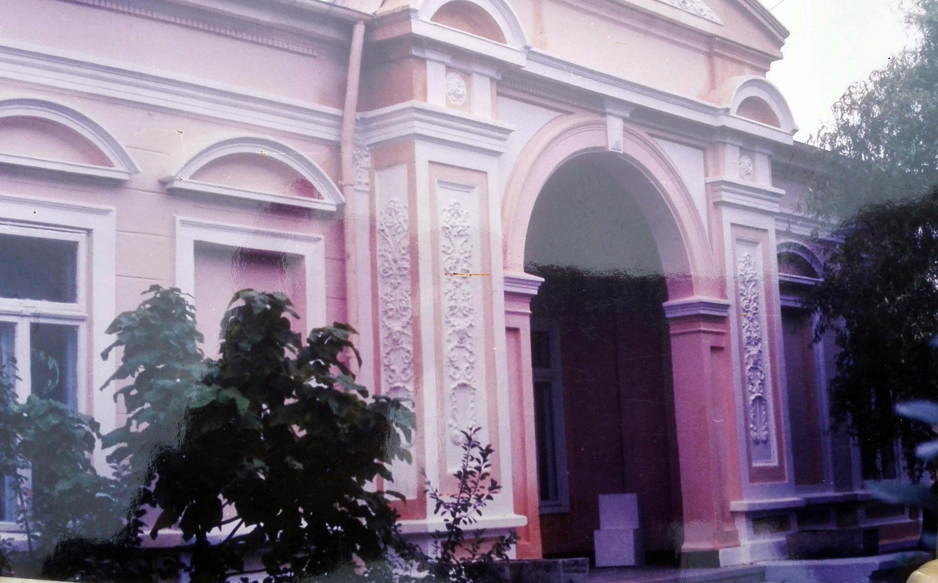 Focșani: Casa Macridescu, o clădire superbă, care l-a găzduit chiar pe regele Carol al II-lea, adăpost pentru oamenii străzii 8