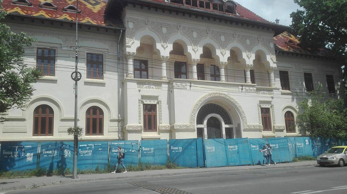 Focșani: Reabilitarea sediului fostei Prefecturi Putna durează mai mult decât construirea Casei Poporului. A început în urmă cu 25 de ani și nu e gata nici acum 1