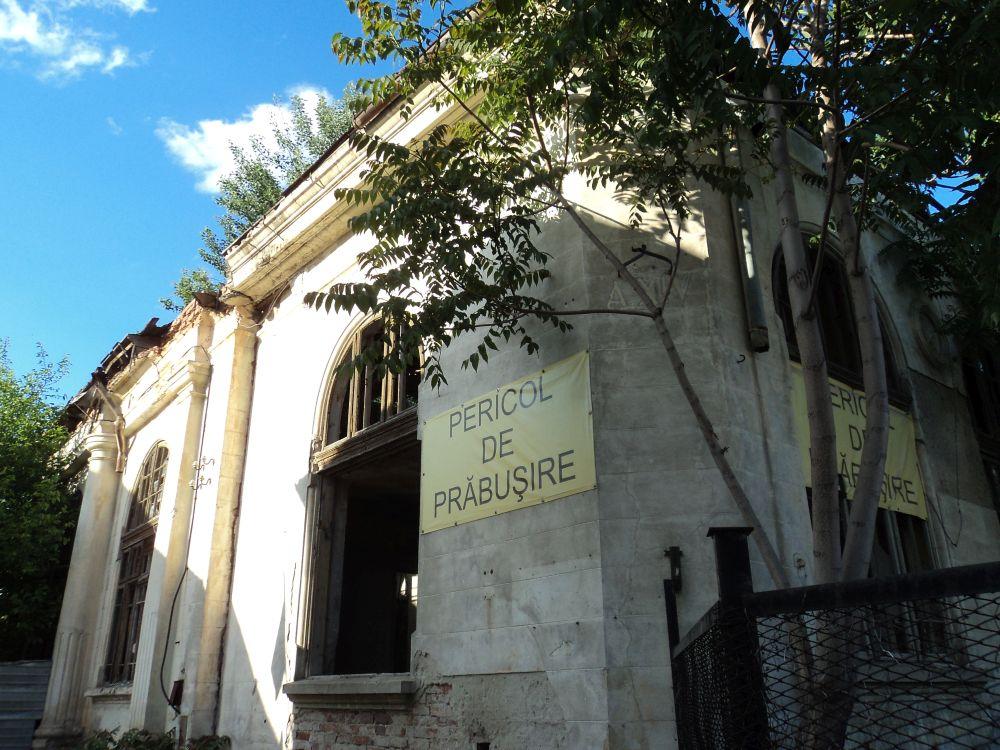 Galaţi: O clădire veche de aproape 100 de ani, scoasă la licitație de ambasada Italiei, după ce a fost lăsată în paragină și este în prag de colaps. Nu s-au găsit cumpărători 1