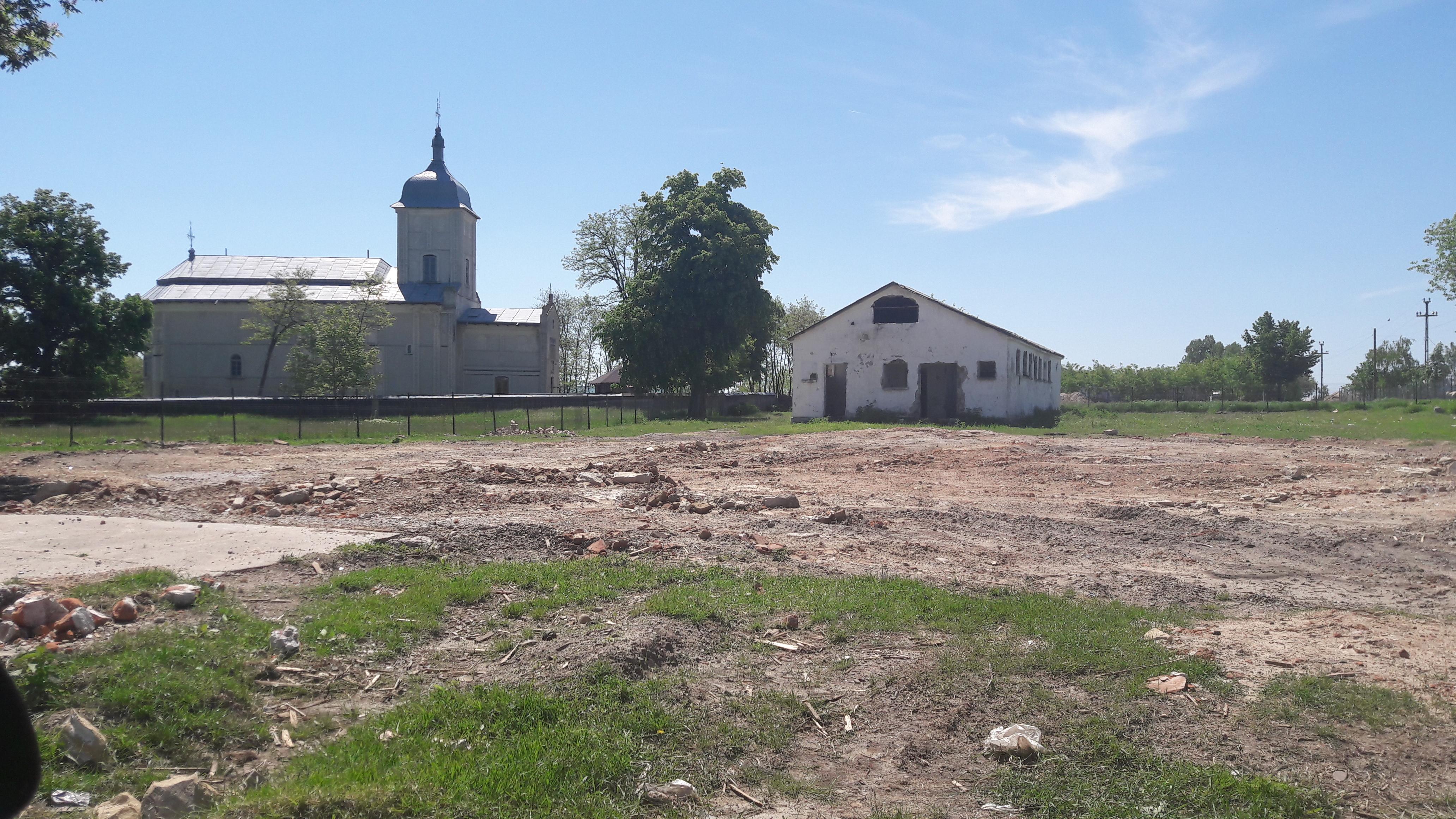 """Neamț: Un conac boieresc, aflat în zona de protecție a unui monument istoric, pus la pământ de Primăria Trifești. Șefa Direcției pentru Cultură: """"S-au chinuit mult să îl demoleze"""" 3"""