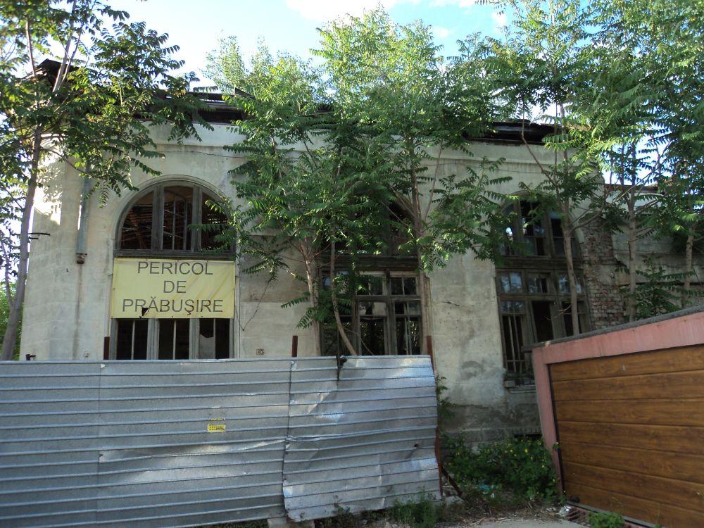 Galaţi: O clădire veche de aproape 100 de ani, scoasă la licitație de ambasada Italiei, după ce a fost lăsată în paragină și este în prag de colaps. Nu s-au găsit cumpărători 2