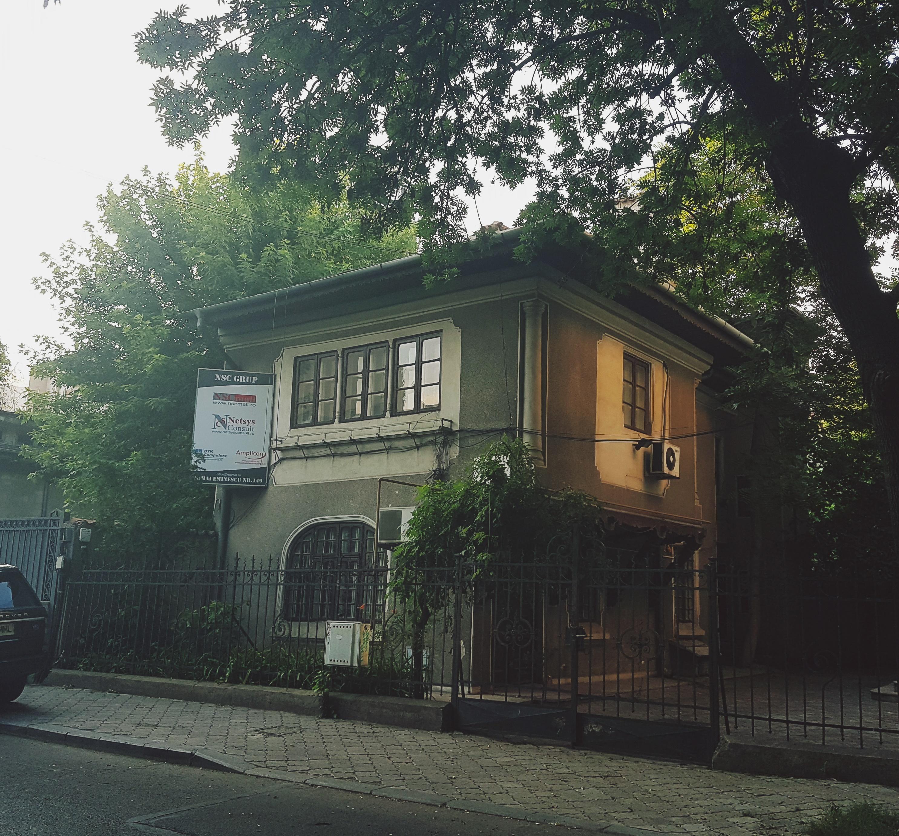 Un bloc cu patru etaje ar putea apărea în zona protejată Mihai Eminescu, vizavi de casa Henrieta Delavrancea, monument istoric. Cum a fost distrusă zona în ultimii 15 ani 3