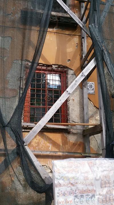 Sighișoara: O casă monument istoric din Piața Cetății arată ca o ruină 3