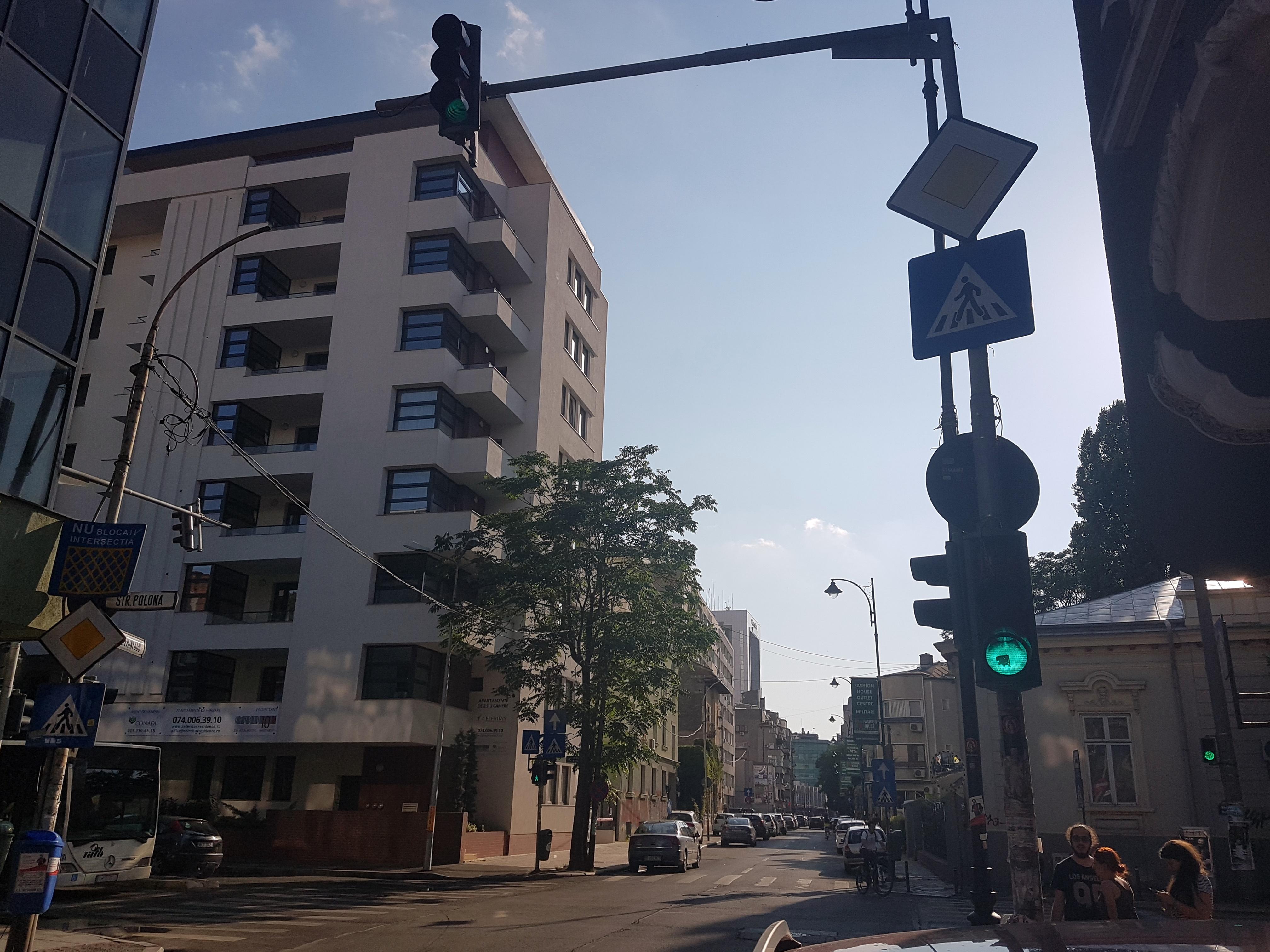 Un bloc cu patru etaje ar putea apărea în zona protejată Mihai Eminescu, vizavi de casa Henrieta Delavrancea, monument istoric. Cum a fost distrusă zona în ultimii 15 ani 13