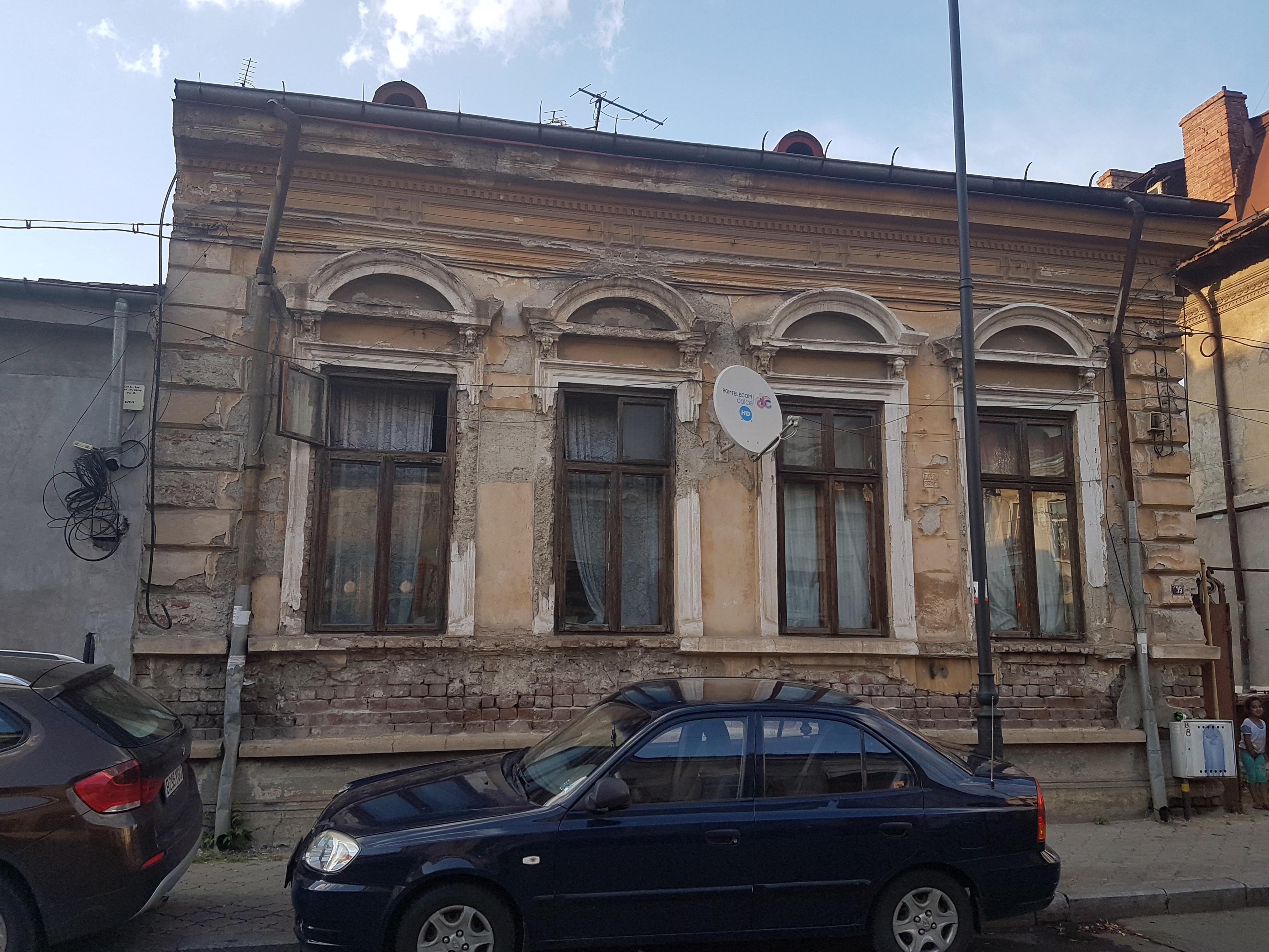 Un bloc cu patru etaje ar putea apărea în zona protejată Mihai Eminescu, vizavi de casa Henrieta Delavrancea, monument istoric. Cum a fost distrusă zona în ultimii 15 ani 29