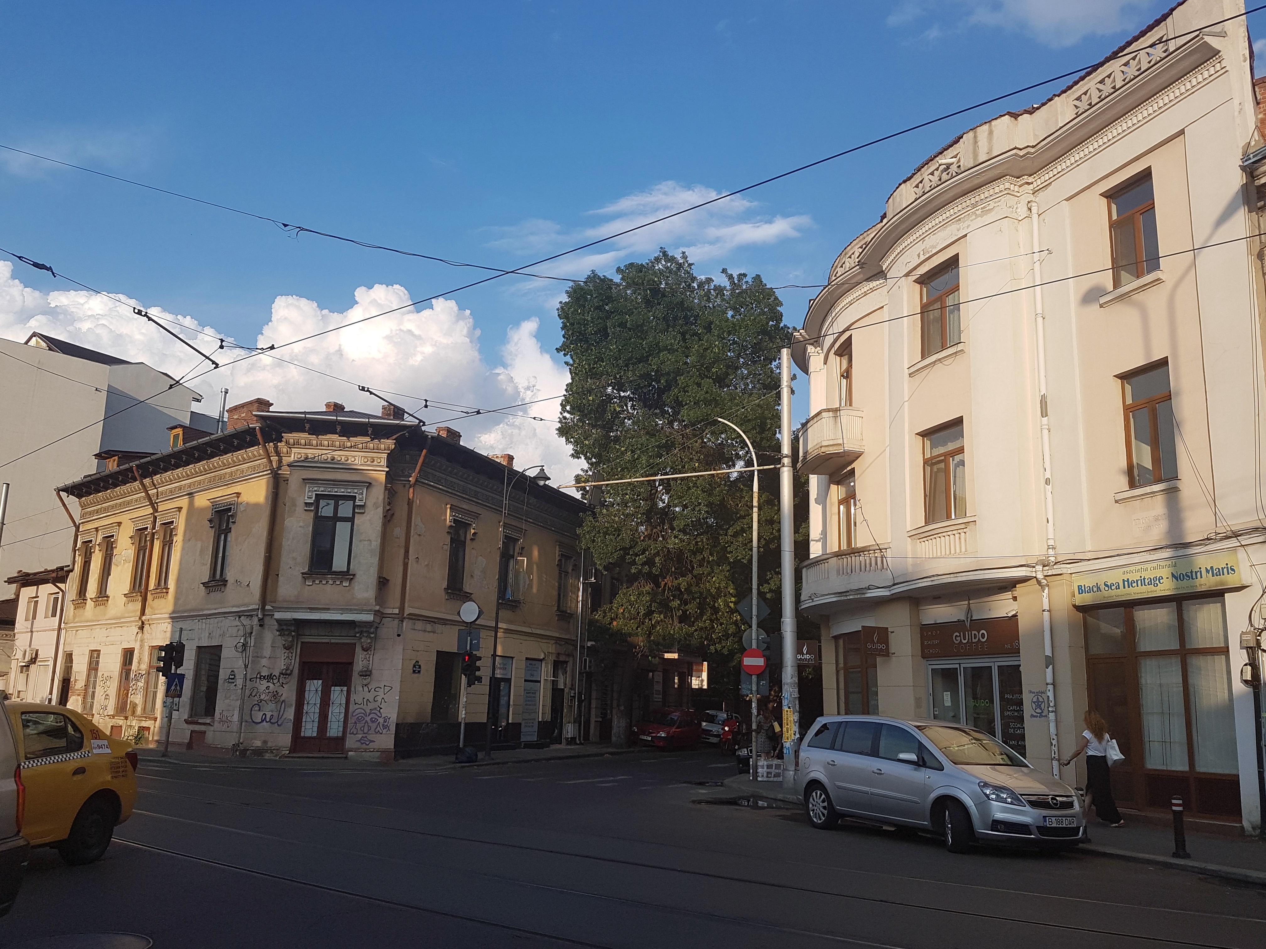 Un bloc cu patru etaje ar putea apărea în zona protejată Mihai Eminescu, vizavi de casa Henrieta Delavrancea, monument istoric. Cum a fost distrusă zona în ultimii 15 ani 30