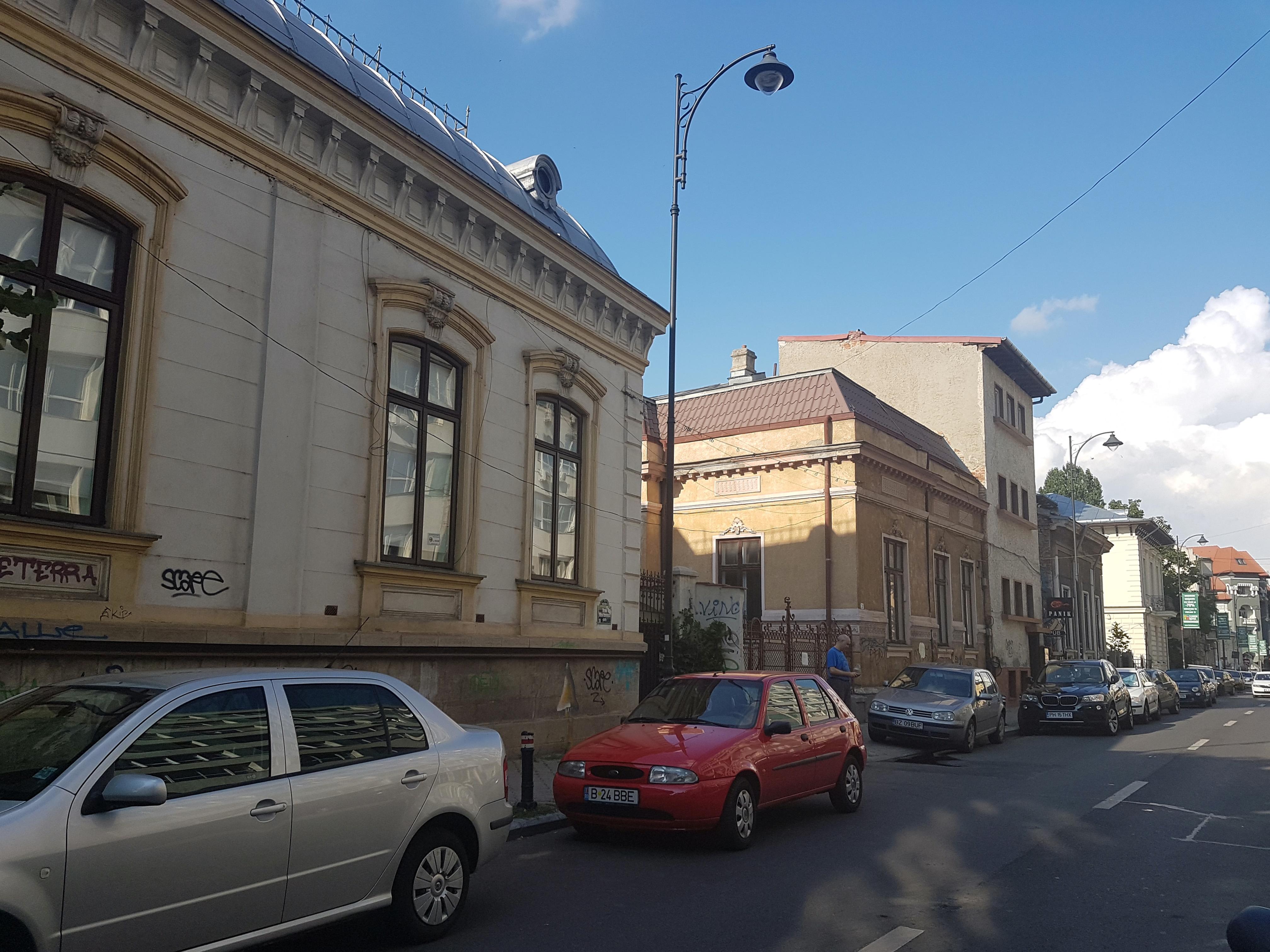 Un bloc cu patru etaje ar putea apărea în zona protejată Mihai Eminescu, vizavi de casa Henrieta Delavrancea, monument istoric. Cum a fost distrusă zona în ultimii 15 ani 6