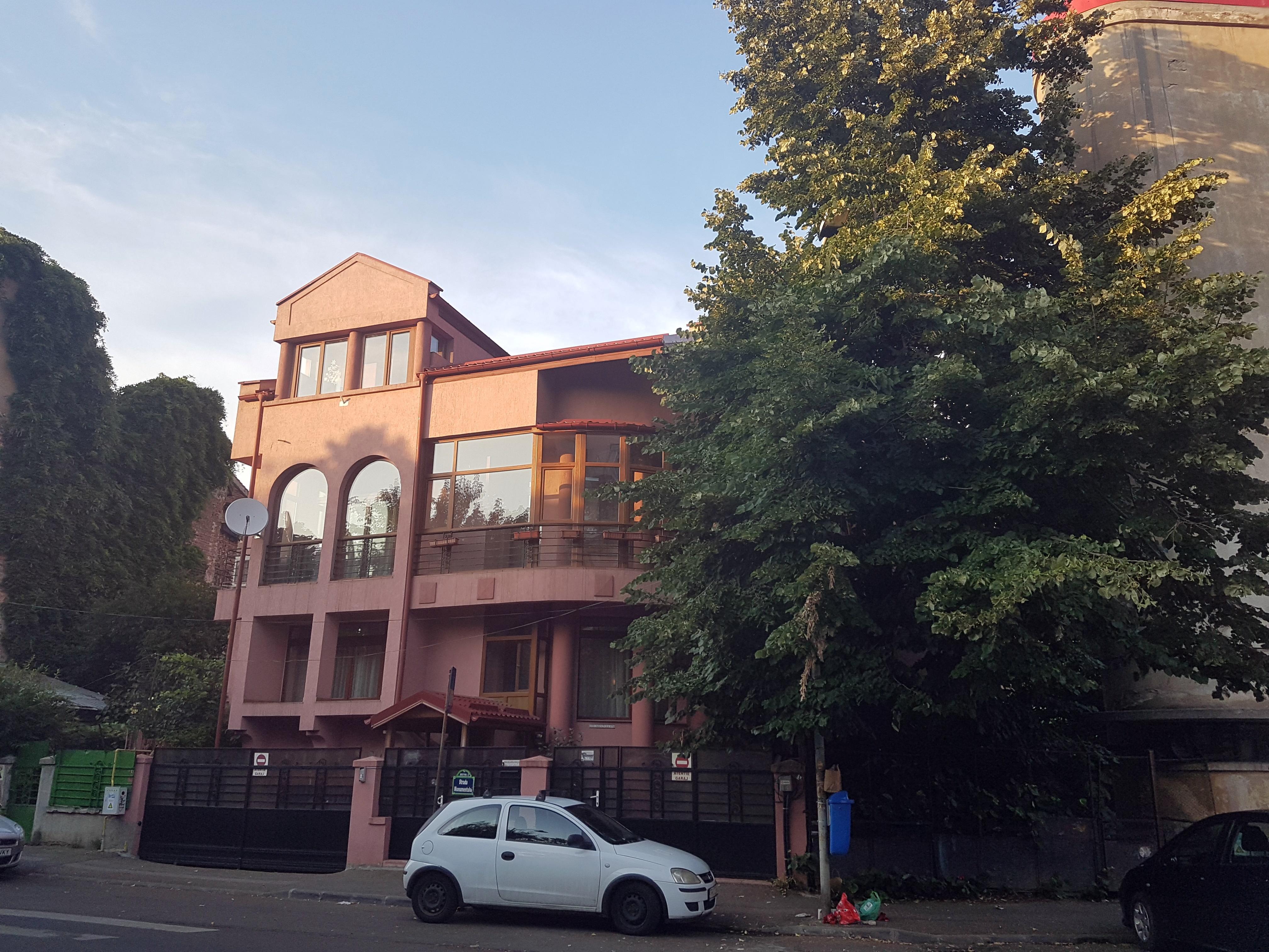 Un bloc cu patru etaje ar putea apărea în zona protejată Mihai Eminescu, vizavi de casa Henrieta Delavrancea, monument istoric. Cum a fost distrusă zona în ultimii 15 ani 39