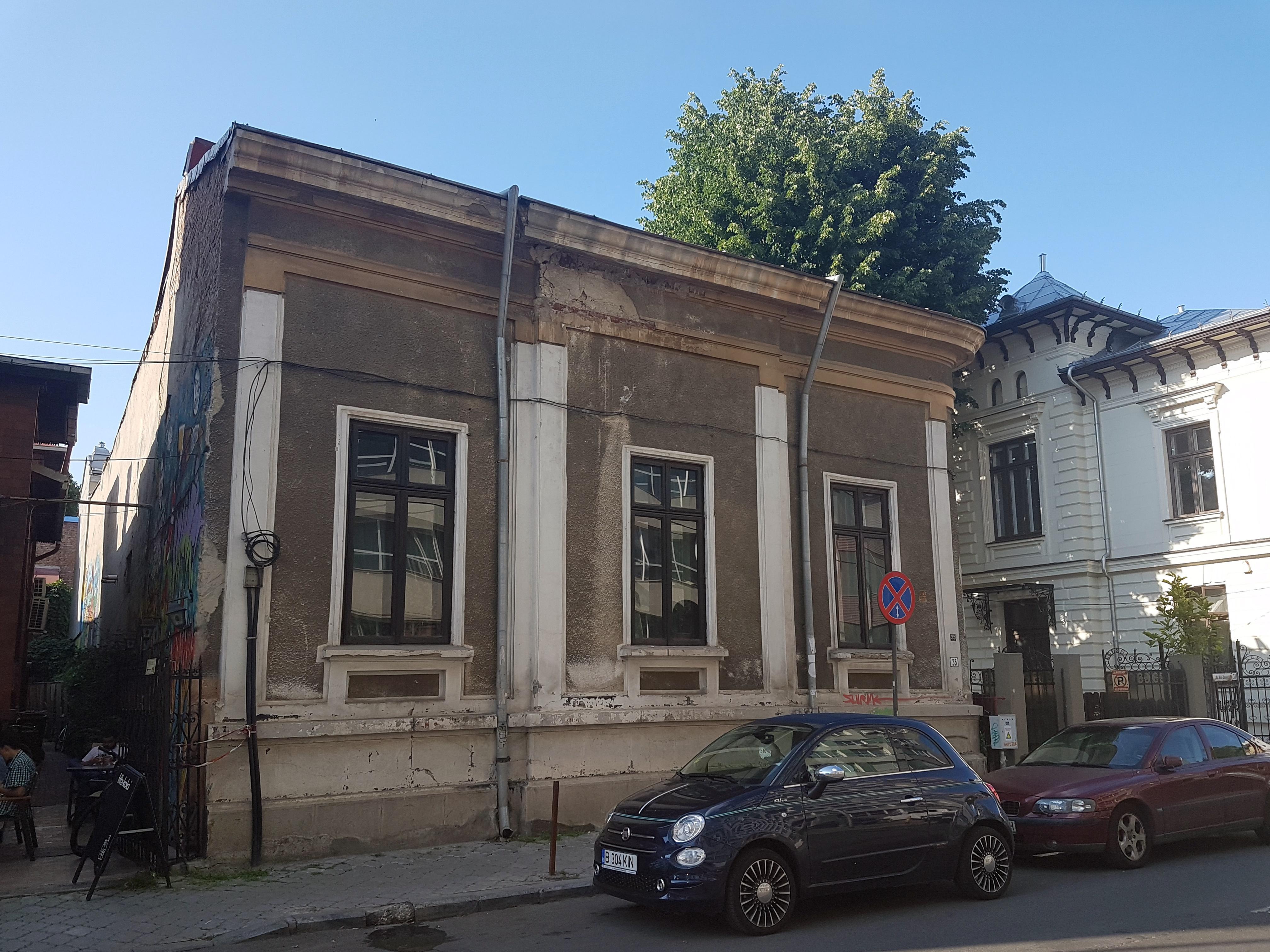 Un bloc cu patru etaje ar putea apărea în zona protejată Mihai Eminescu, vizavi de casa Henrieta Delavrancea, monument istoric. Cum a fost distrusă zona în ultimii 15 ani 7