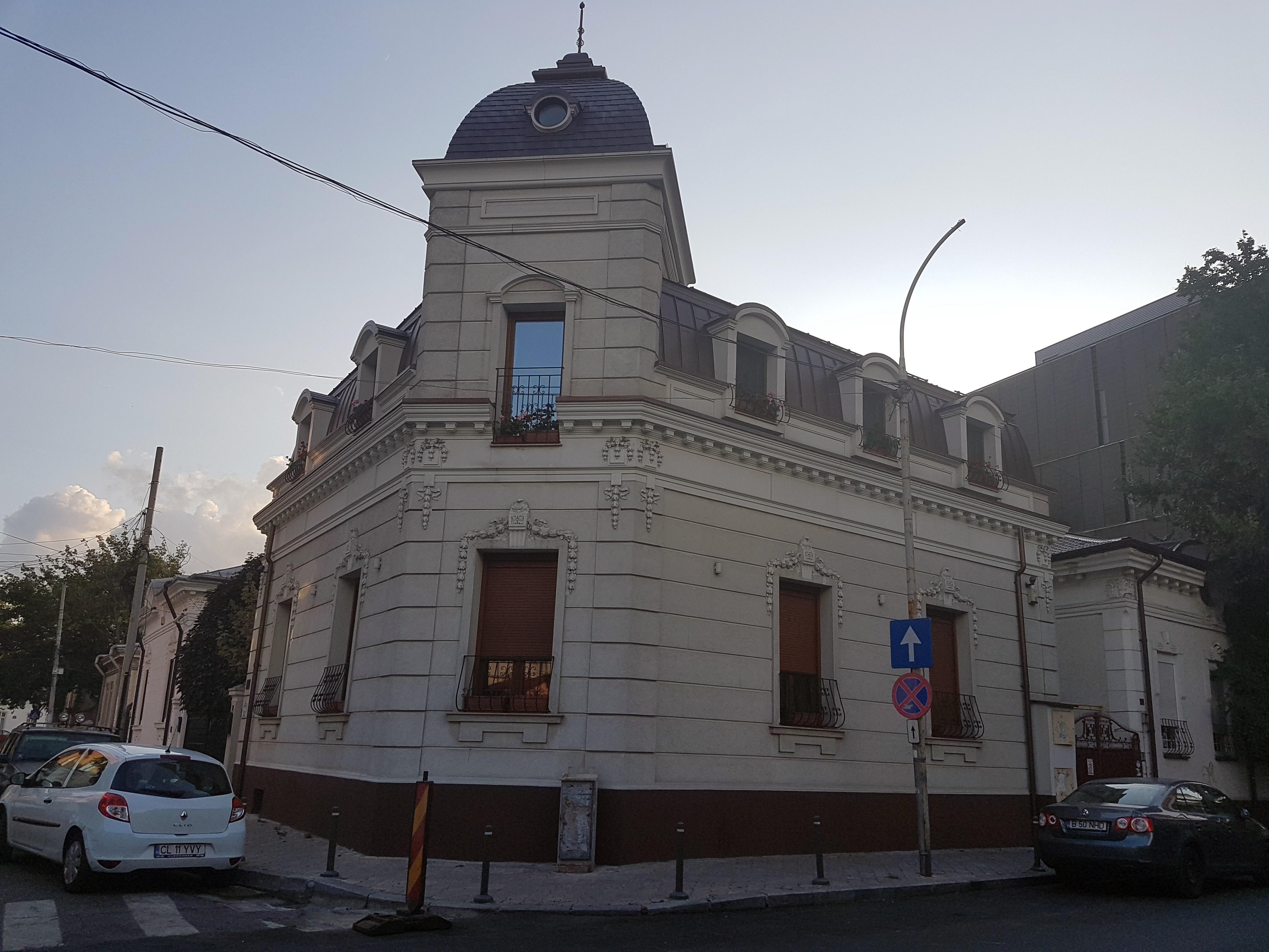 Un bloc cu patru etaje ar putea apărea în zona protejată Mihai Eminescu, vizavi de casa Henrieta Delavrancea, monument istoric. Cum a fost distrusă zona în ultimii 15 ani 43