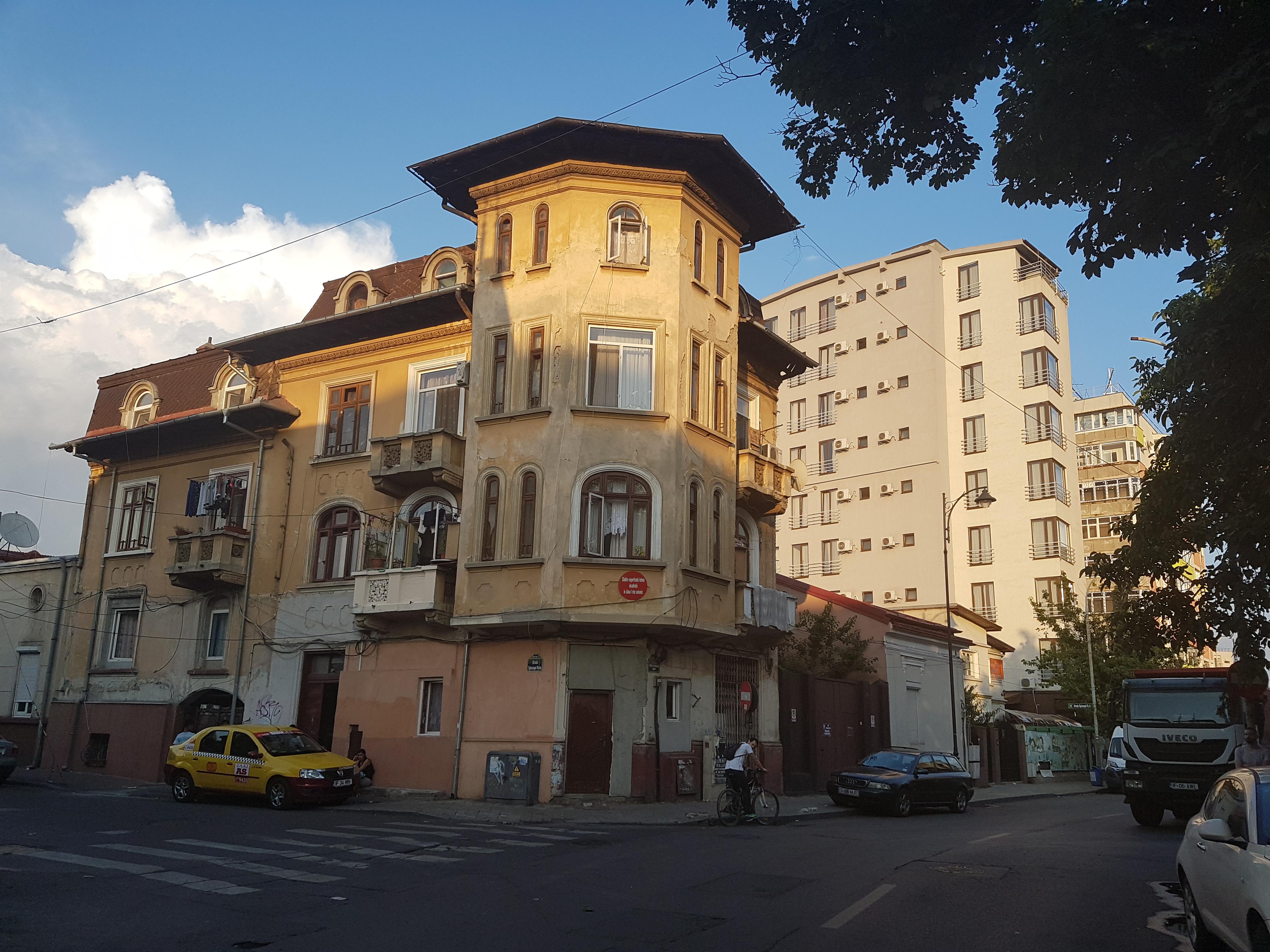 Un bloc cu patru etaje ar putea apărea în zona protejată Mihai Eminescu, vizavi de casa Henrieta Delavrancea, monument istoric. Cum a fost distrusă zona în ultimii 15 ani 45