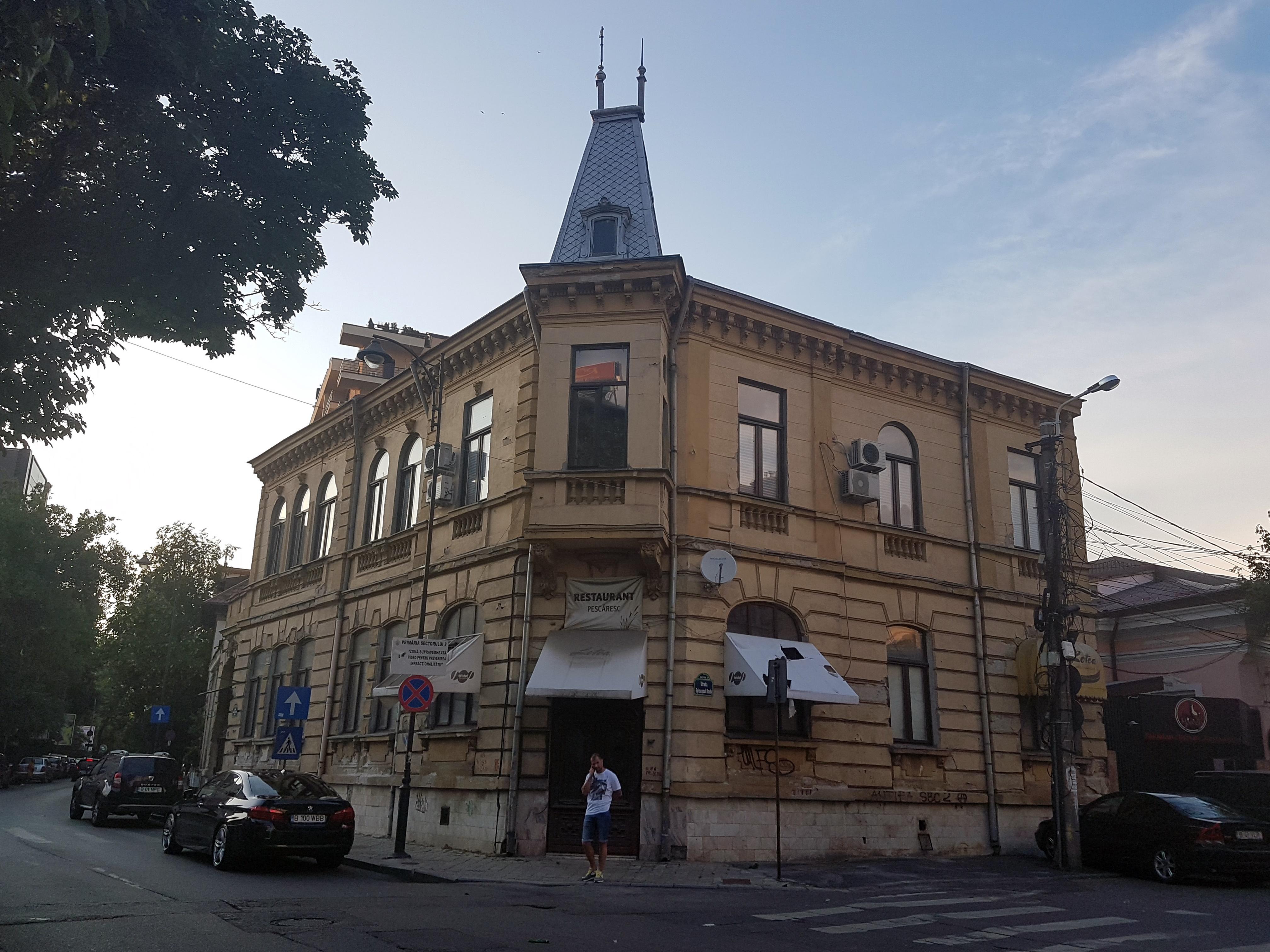 Un bloc cu patru etaje ar putea apărea în zona protejată Mihai Eminescu, vizavi de casa Henrieta Delavrancea, monument istoric. Cum a fost distrusă zona în ultimii 15 ani 48