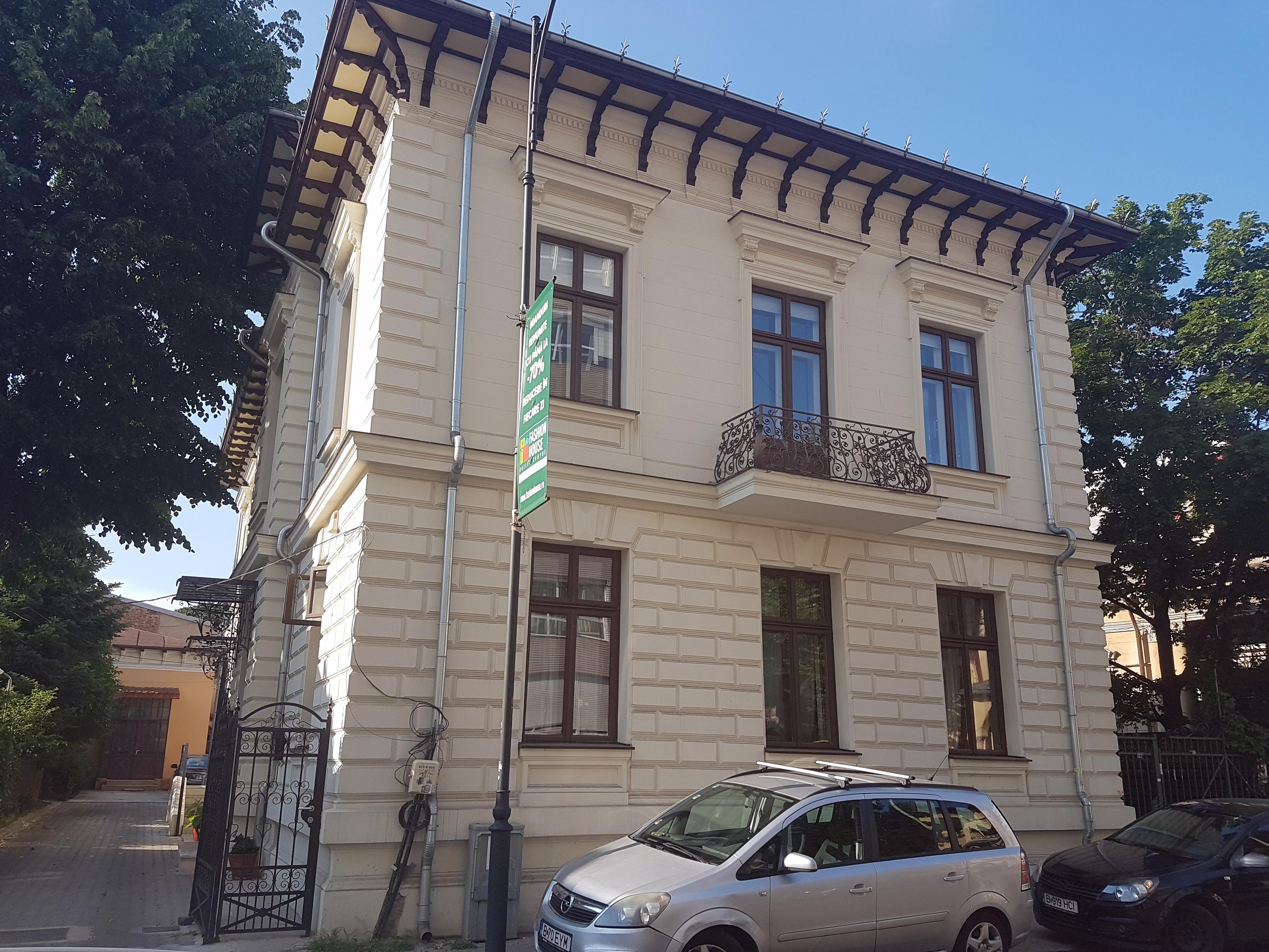 Un bloc cu patru etaje ar putea apărea în zona protejată Mihai Eminescu, vizavi de casa Henrieta Delavrancea, monument istoric. Cum a fost distrusă zona în ultimii 15 ani 8