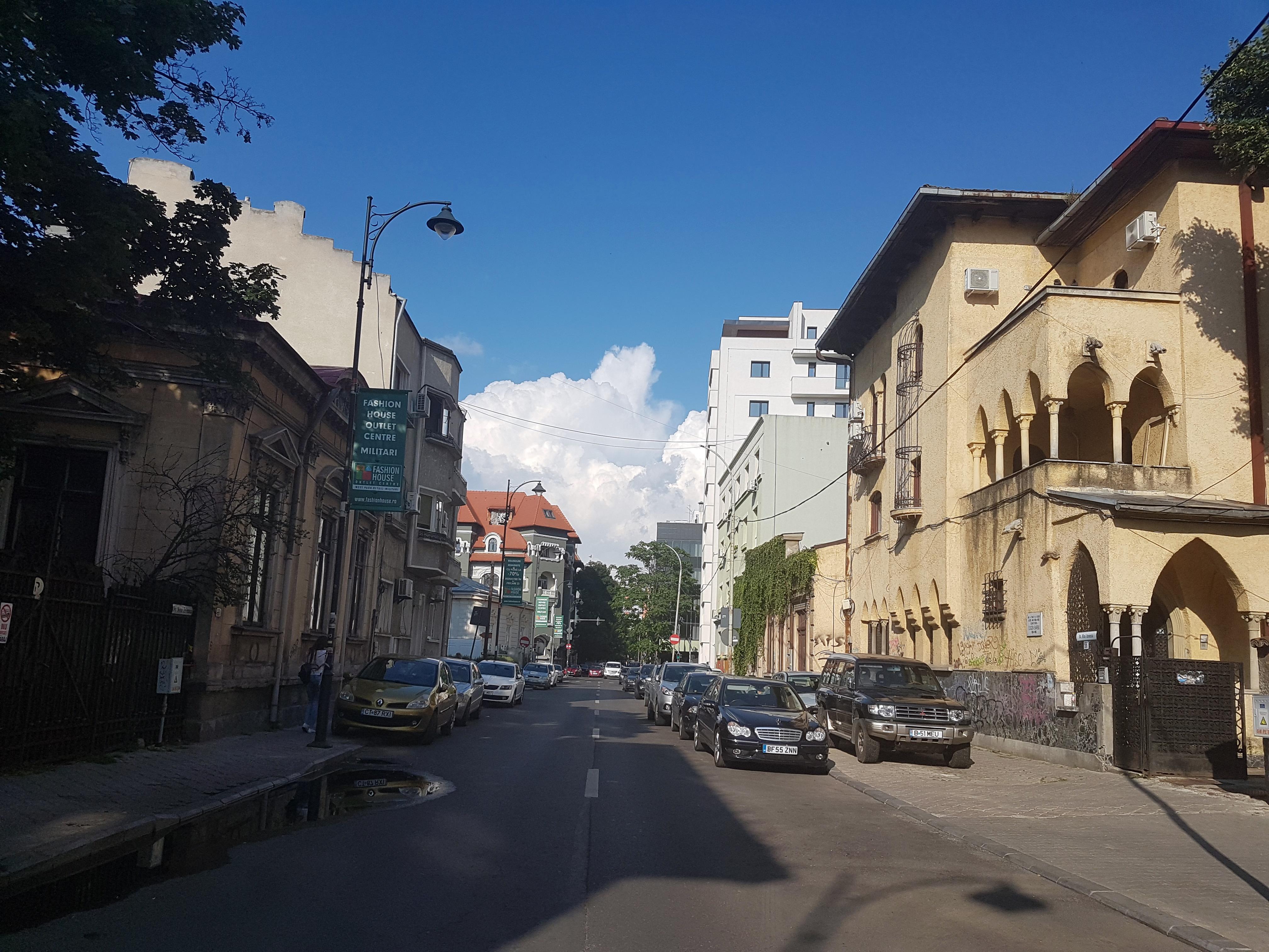 Un bloc cu patru etaje ar putea apărea în zona protejată Mihai Eminescu, vizavi de casa Henrieta Delavrancea, monument istoric. Cum a fost distrusă zona în ultimii 15 ani 9