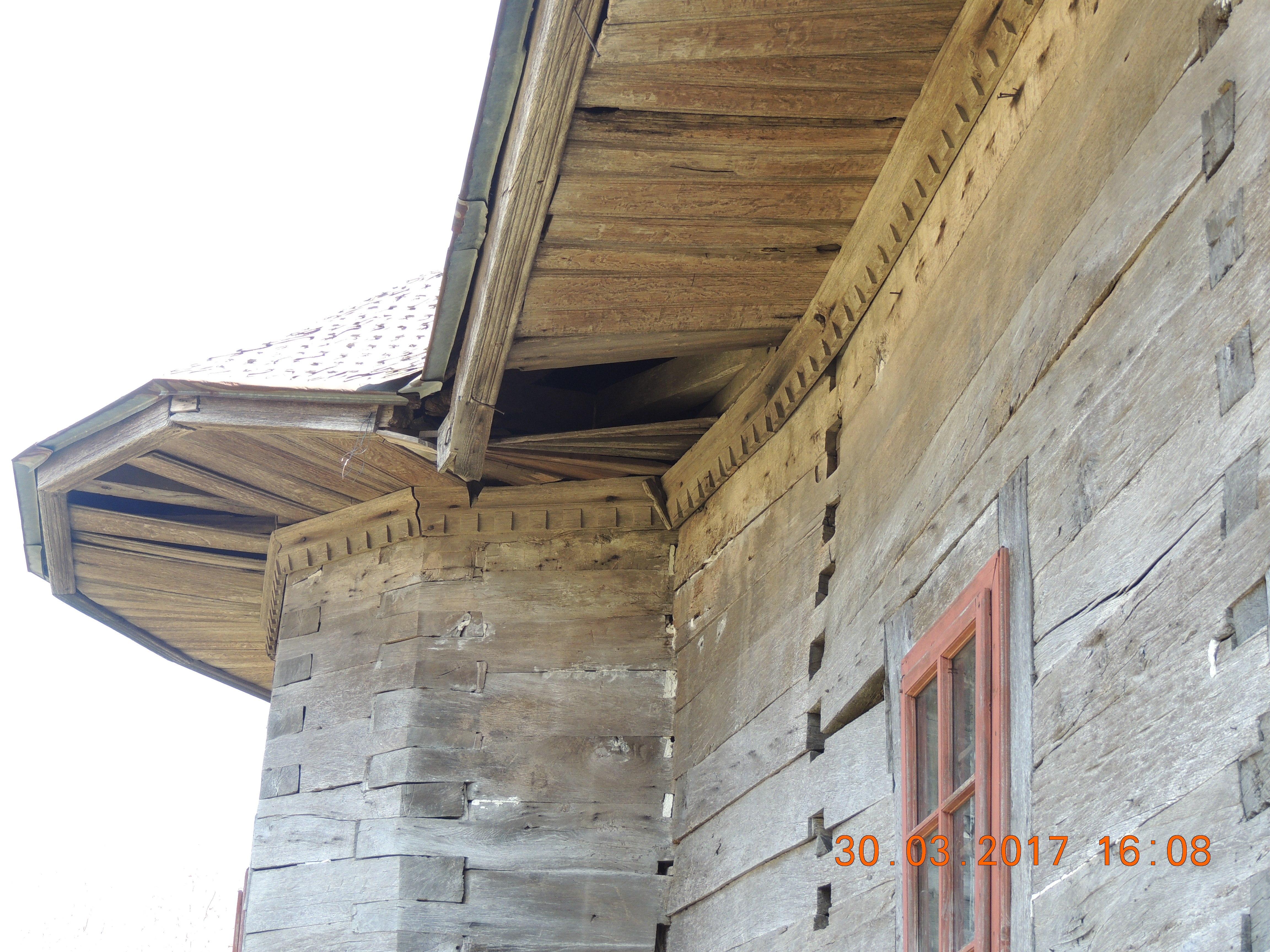 """Vaslui: Biserica de lemn """"Sf. Nicolae"""" din Pârvești, o capodoperă a arhitecturii populare din Moldova, respinsă din Programul Național de Reabilitare 3"""