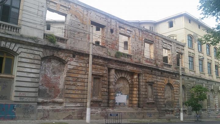 București: 100 de ani de tradiție aruncați la gunoi. Fosta Fabrică de bere Rahova, între ruină și pericol public 1