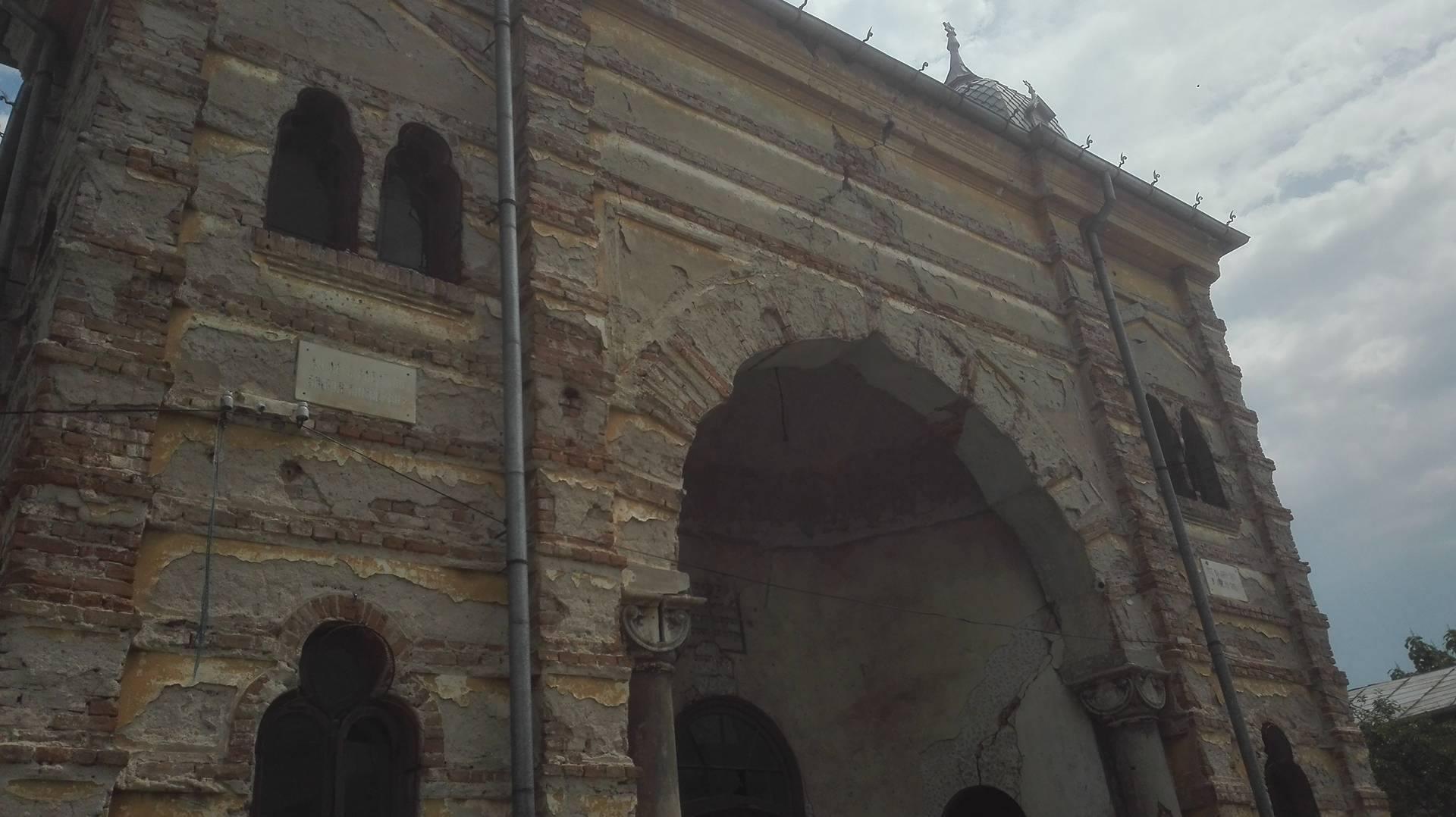 VIDEO – FOTO Sinagoga din Buzău, monument istoric de o frumusețe rară, la un pas de prăbușire 5