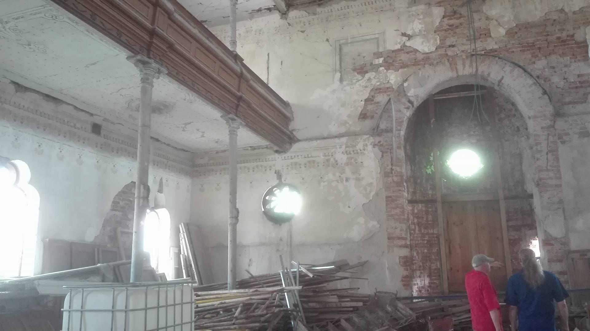 VIDEO – FOTO Sinagoga din Buzău, monument istoric de o frumusețe rară, la un pas de prăbușire 2