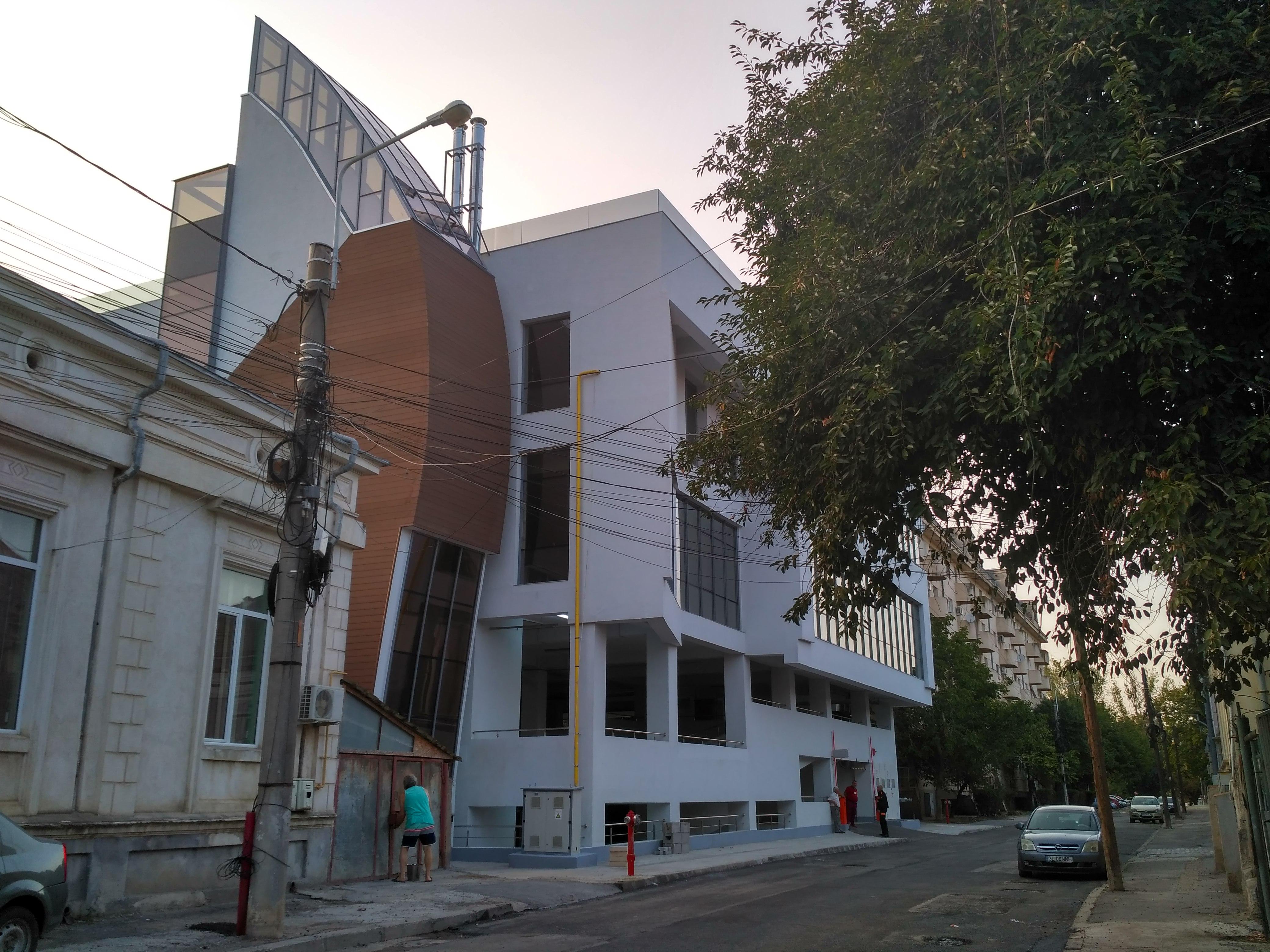 Galaţi: Noua Primărie, un colos din sticlă şi metal ridicat în zona istorică protejată a oraşului, a fost inaugurată 9