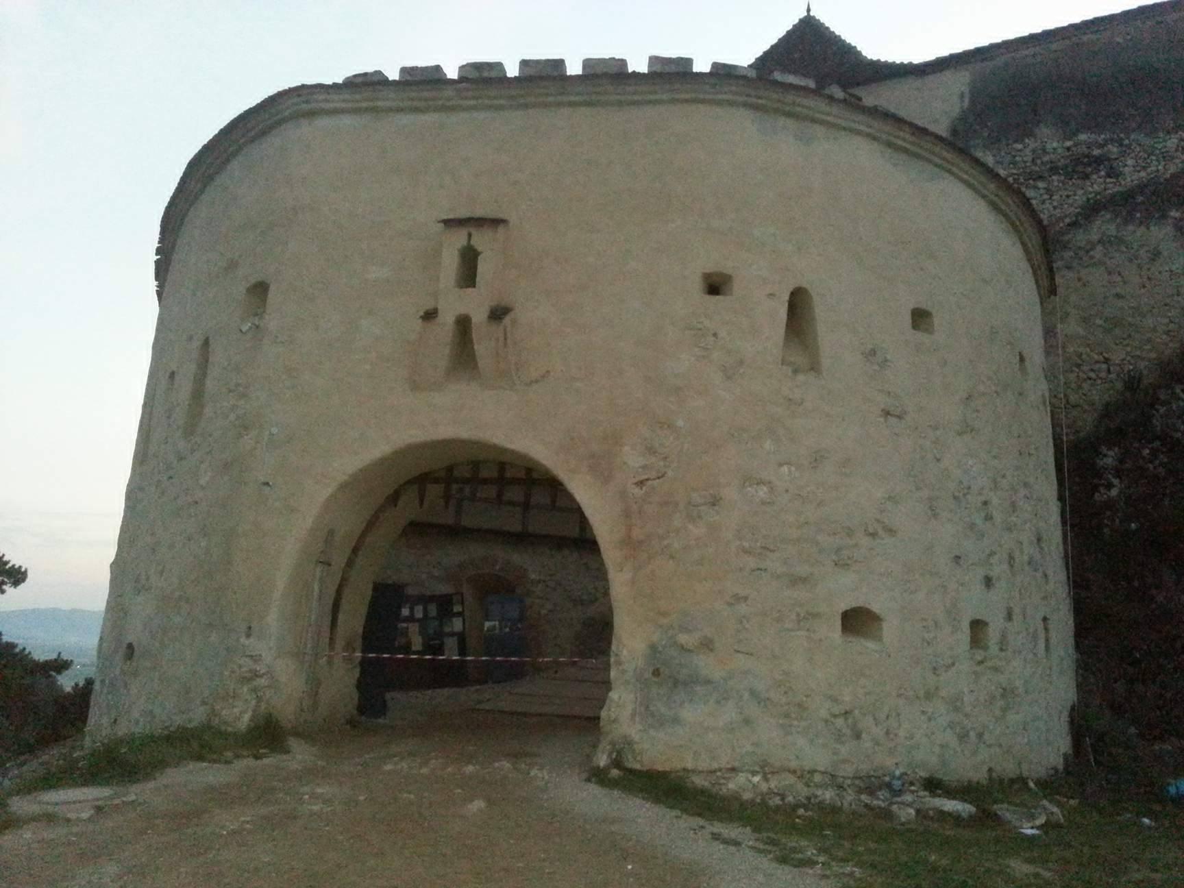 Salvată din mâinile unui om de afaceri italian, cetatea Râșnov atrage anual peste 400.000 de turiști 2