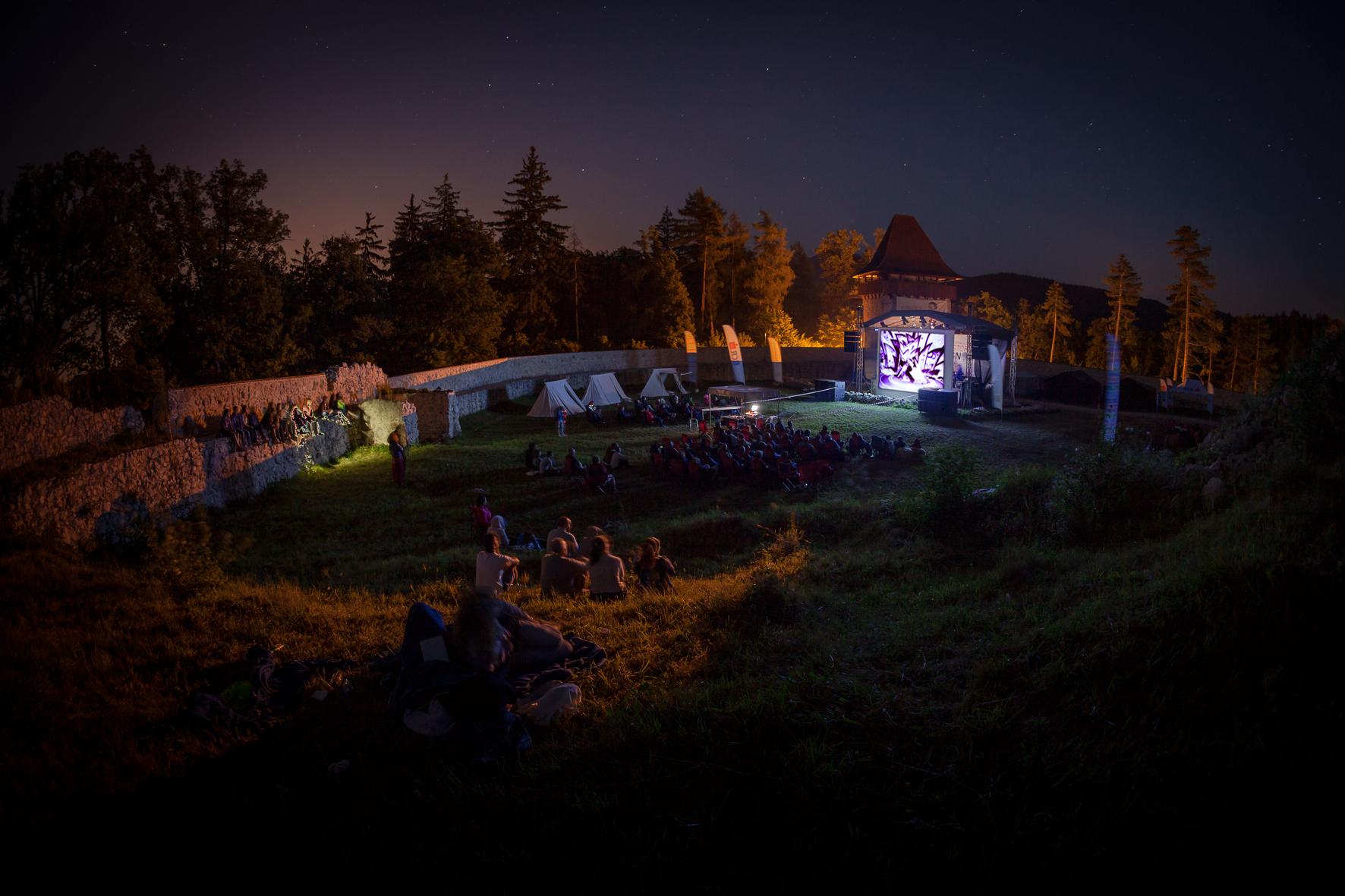 Salvată din mâinile unui om de afaceri italian, cetatea Râșnov atrage anual peste 400.000 de turiști 4