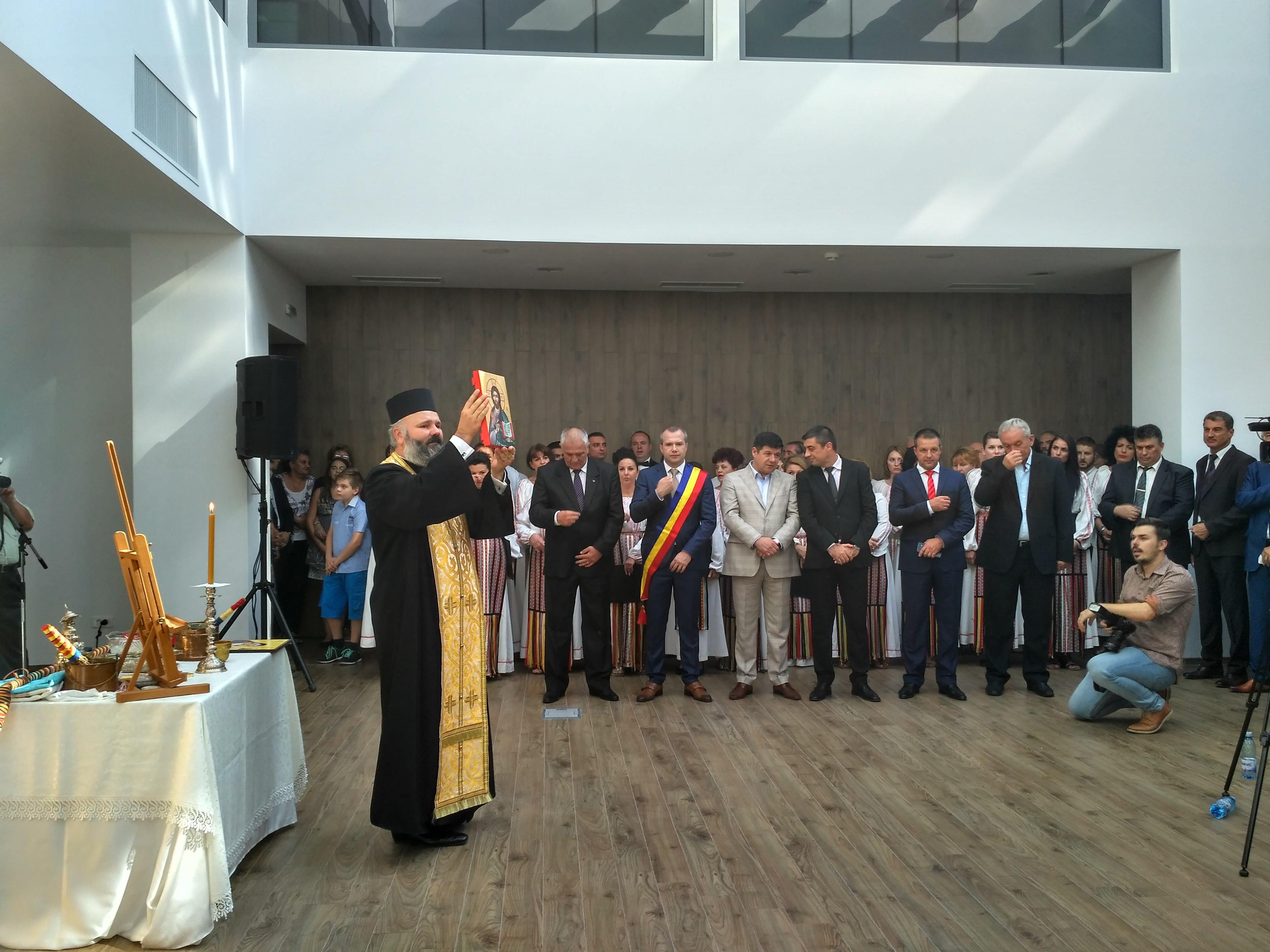 Galaţi: Noua Primărie, un colos din sticlă şi metal ridicat în zona istorică protejată a oraşului, a fost inaugurată 7