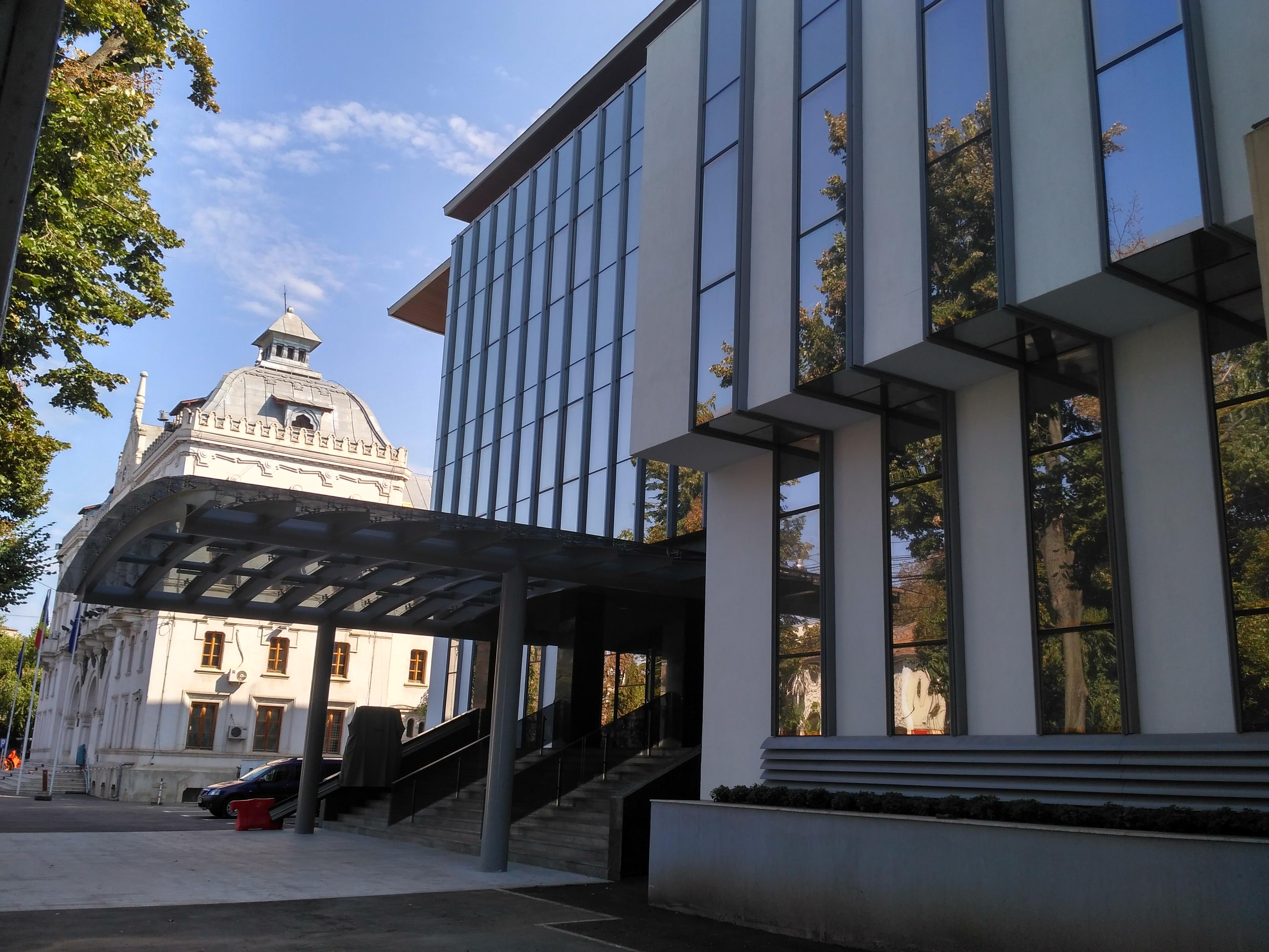 Galaţi: Noua Primărie, un colos din sticlă şi metal ridicat în zona istorică protejată a oraşului, a fost inaugurată 3