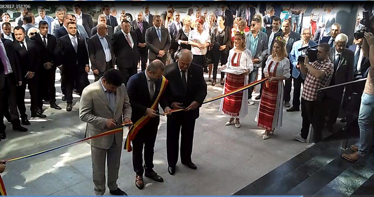 Galaţi: Noua Primărie, un colos din sticlă şi metal ridicat în zona istorică protejată a oraşului, a fost inaugurată 1