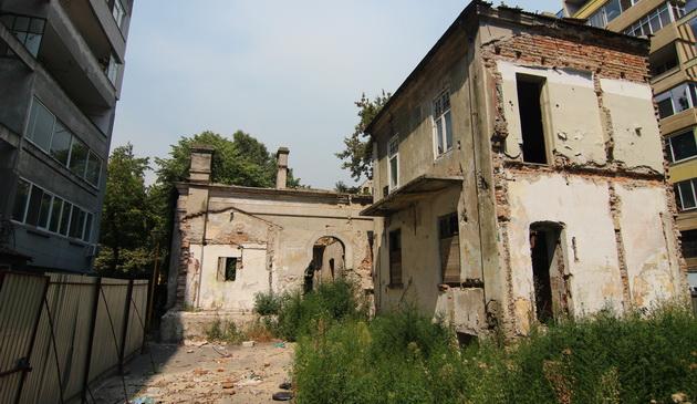 Ordinul Arhitecţilor încearcă, de cinci ani, să strângă 200.000 de euro pentru salvarea Vilei Elena, o clădire de început de secol XX ajunsă o ruină 1