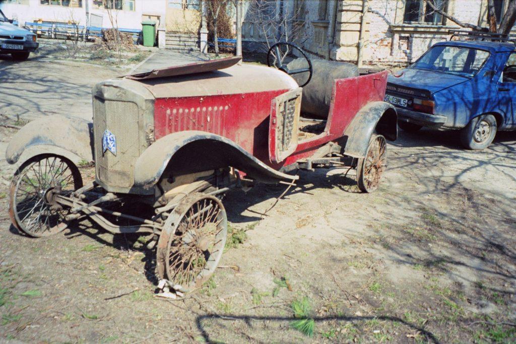 """Muzeul de Istorie din Tecuci deține un automobil de epocă unic în România. Povestea mașinii care a  învins Securitatea și a apărut în filmul """"Restul e tăcere"""" 1"""