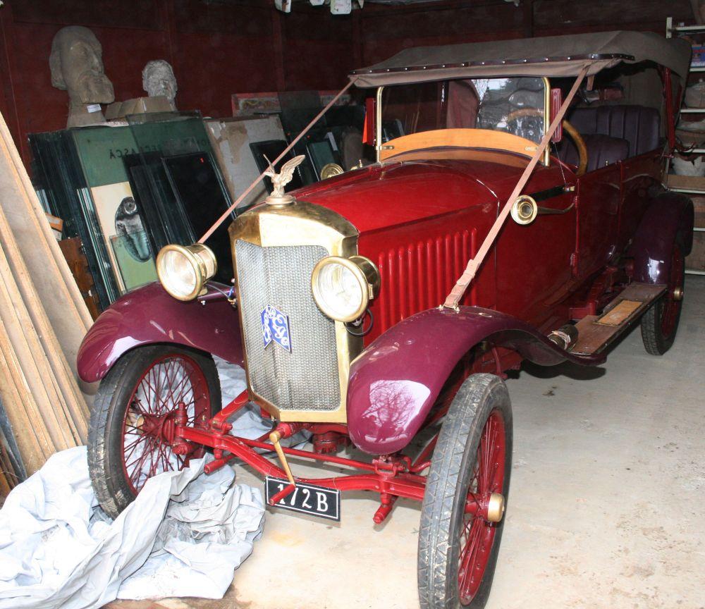 """Muzeul de Istorie din Tecuci deține un automobil de epocă unic în România. Povestea mașinii care a  învins Securitatea și a apărut în filmul """"Restul e tăcere"""" 4"""