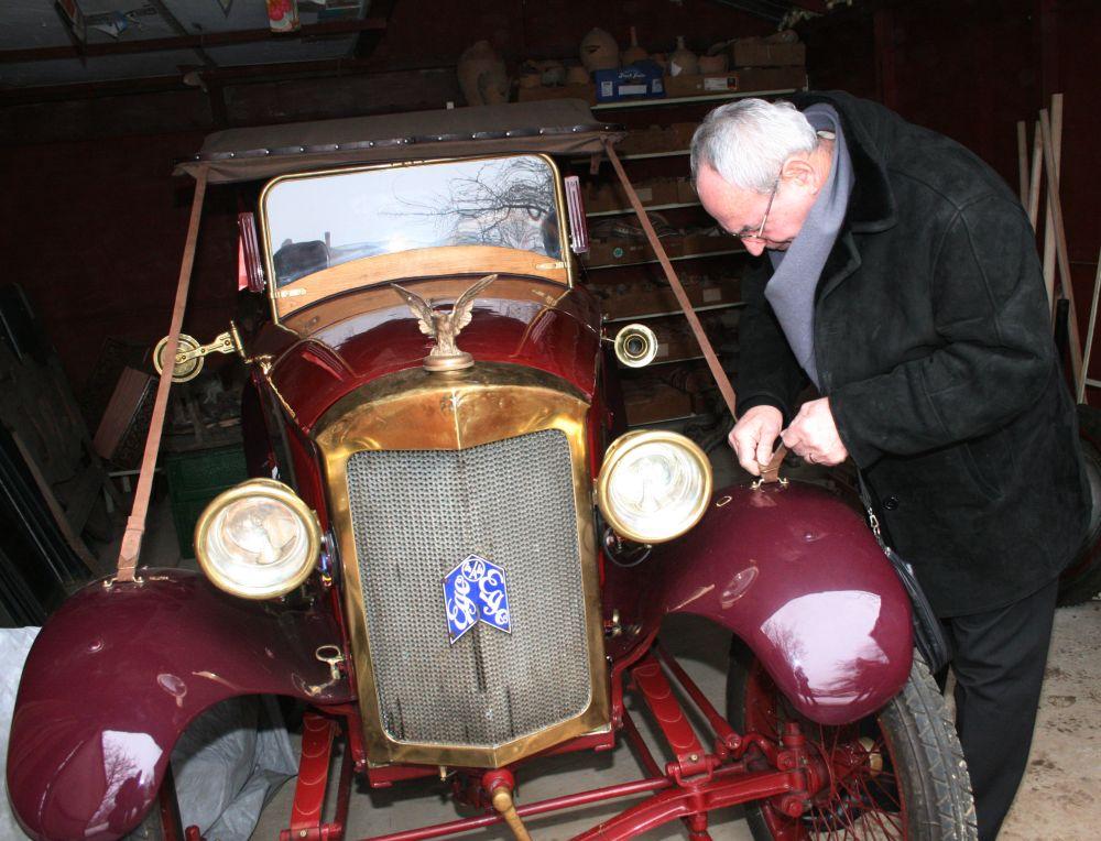 """Muzeul de Istorie din Tecuci deține un automobil de epocă unic în România. Povestea mașinii care a  învins Securitatea și a apărut în filmul """"Restul e tăcere"""" 5"""