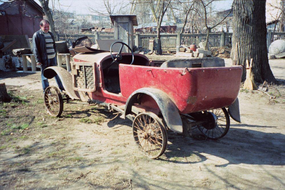 """Muzeul de Istorie din Tecuci deține un automobil de epocă unic în România. Povestea mașinii care a  învins Securitatea și a apărut în filmul """"Restul e tăcere"""" 6"""