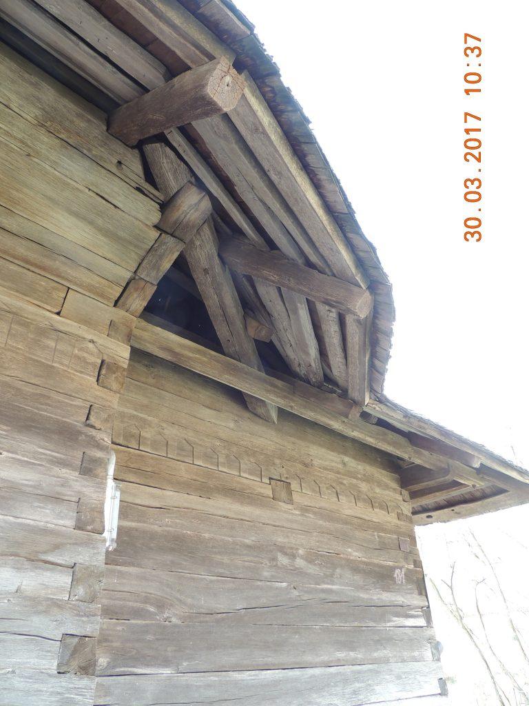 Vaslui: Biserica de lemn de la Cetățuia, ctitorită în timpul lui Ștefan cel Mare, riscă să fie înghițită de o râpă 3