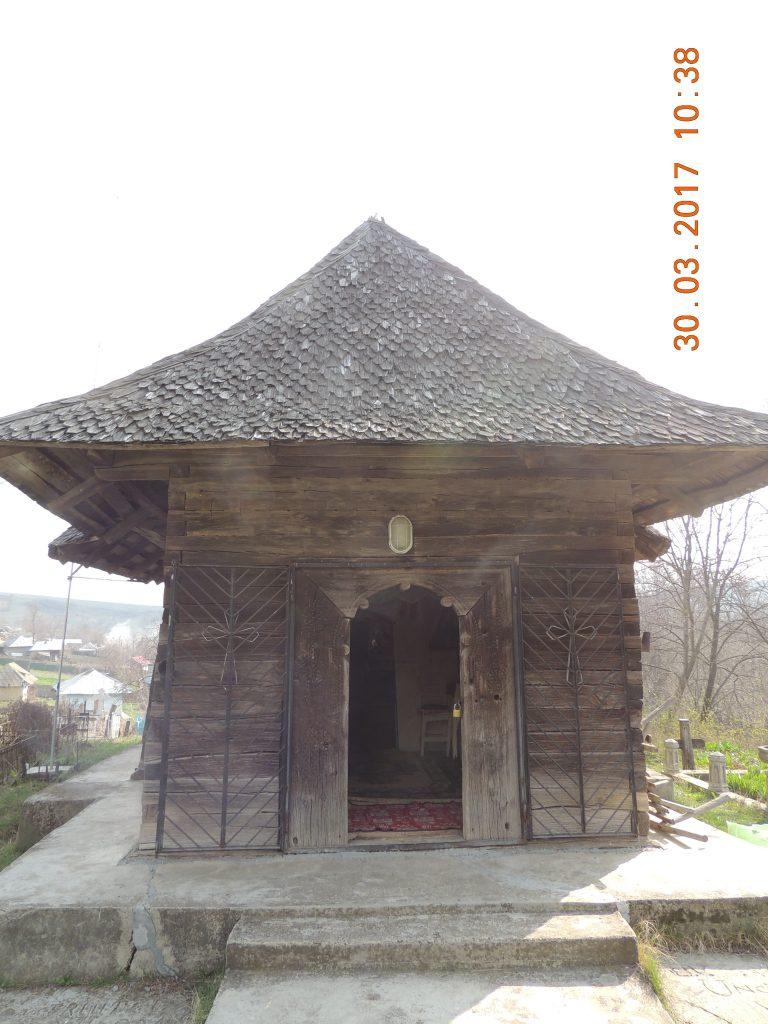 Vaslui: Biserica de lemn de la Cetățuia, ctitorită în timpul lui Ștefan cel Mare, riscă să fie înghițită de o râpă 1