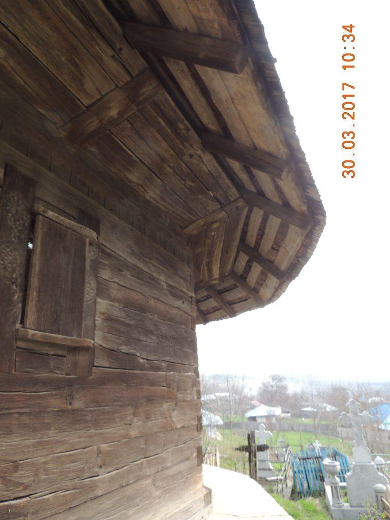 Vaslui: Biserica de lemn de la Cetățuia, ctitorită în timpul lui Ștefan cel Mare, riscă să fie înghițită de o râpă 2