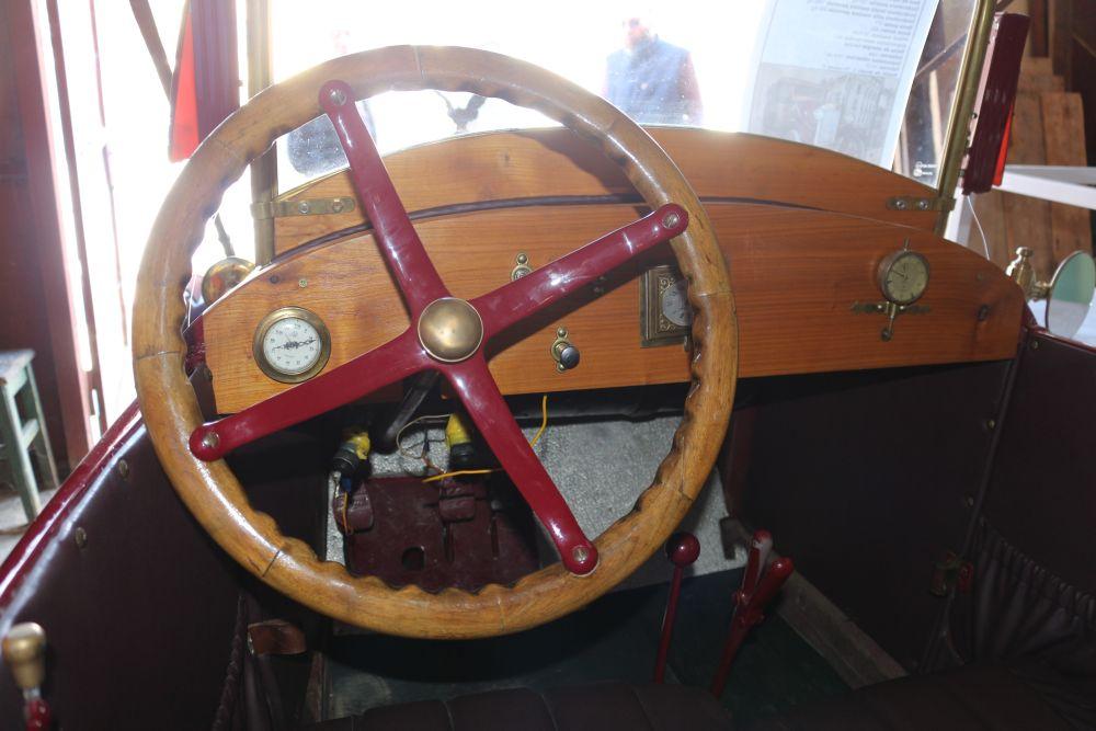 """Muzeul de Istorie din Tecuci deține un automobil de epocă unic în România. Povestea mașinii care a  învins Securitatea și a apărut în filmul """"Restul e tăcere"""" 2"""